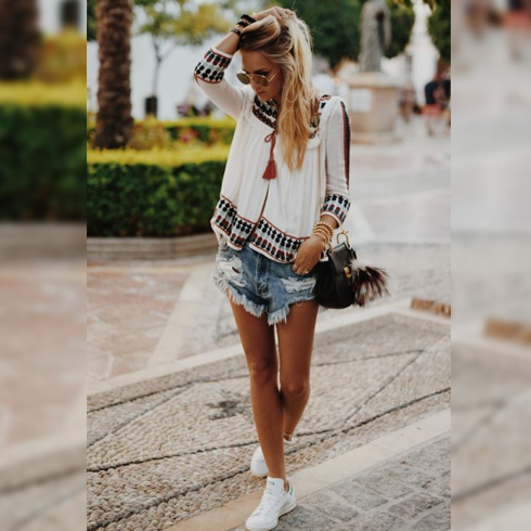 With Hot Pants – for Street Fashion